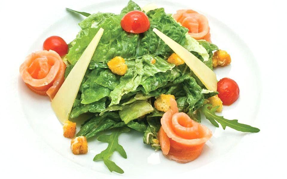 Салат цезарь пошаговый рецепт с с семгой 7